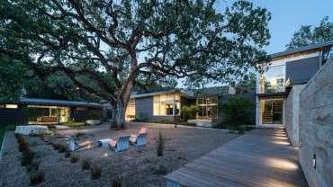 Kiến trúc độc đáo của ngôi nhà xây quanh cây sồi 100 tuổi